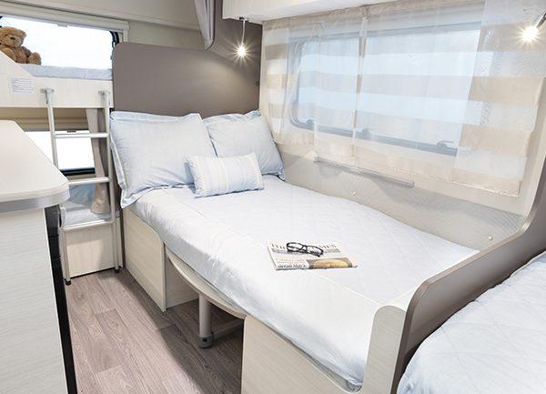 Caravliar_476_mid_bedroom